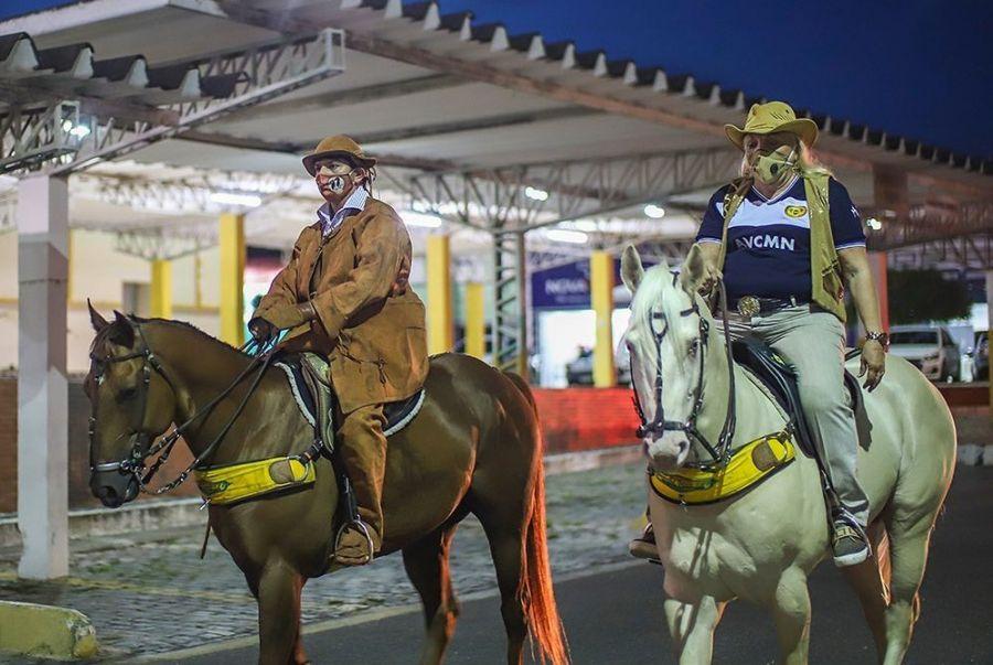 Cavalgada do Vaqueiro é realizada e passa pelas principais ruas da cidade