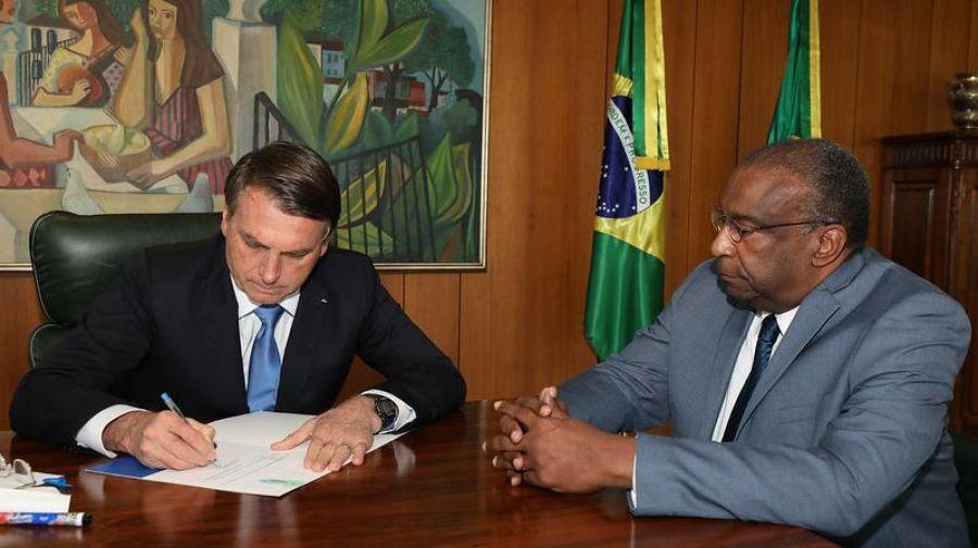 Carlos Decotelli entrega carta de demissão e deixa Ministério da Educação