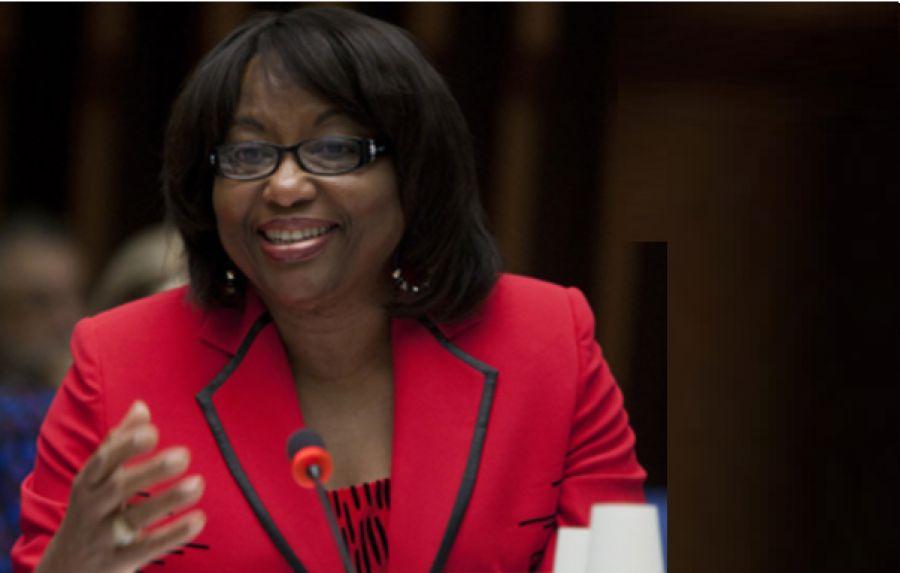 Governos devem se preparar para chegada de vacina, diz diretora da Opas