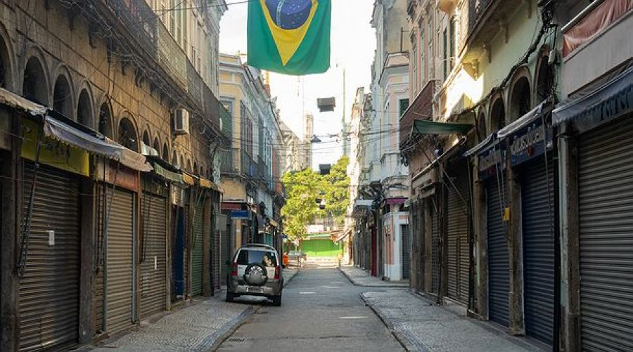 PIB cai 9,7% no 2º trimestre no Brasil