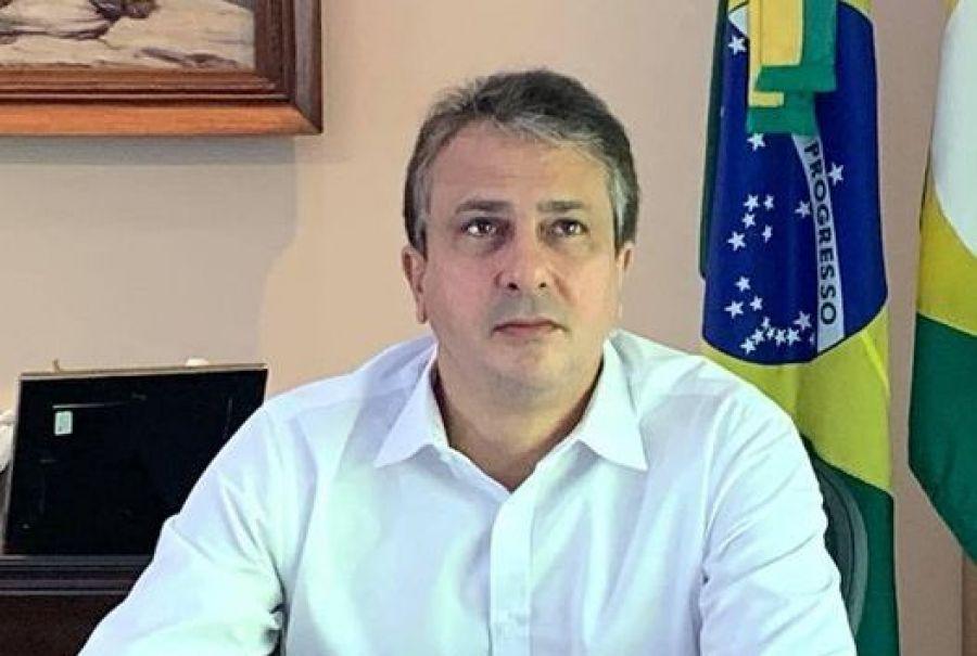 O governador Camilo Santana (PT) está com Covid-19.