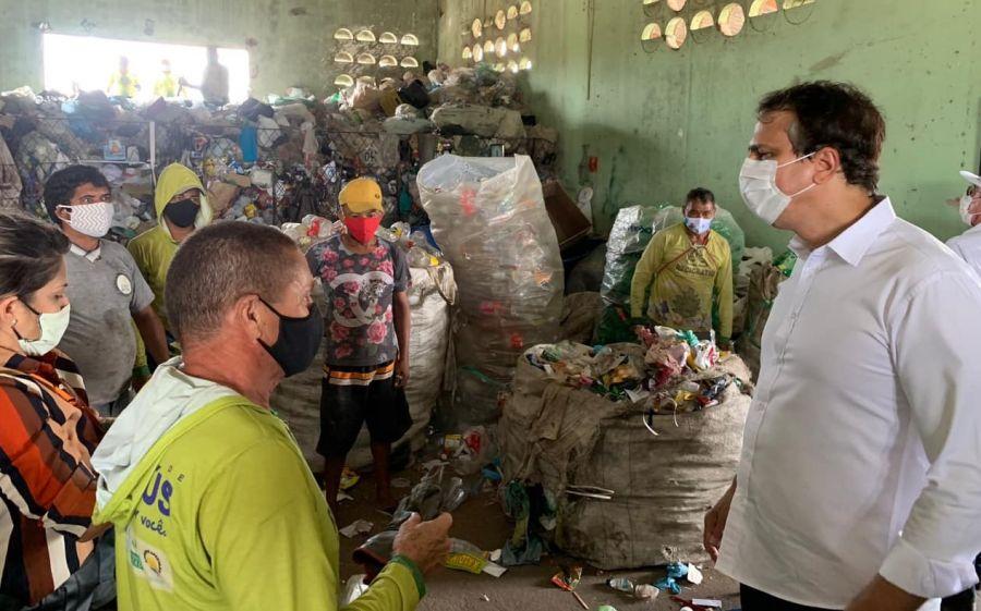 O Governo do Ceará inicia hoje o pagamento de mais duas parcelas do Programa Auxílio-Catador, referentes aos meses de setembro e outubro.