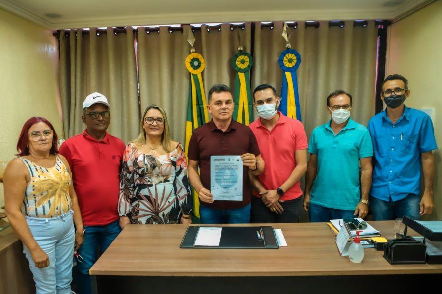 Ampliação da adutora que interligará o sistema de abastecimento de água da sede do distrito de Uiraponga à localidade de Cará-Cará, beneficiando 117 famílias