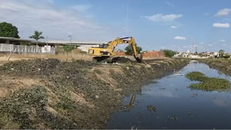 Limpeza dos canais que cortam o centro e os bairros de Nossa cidade