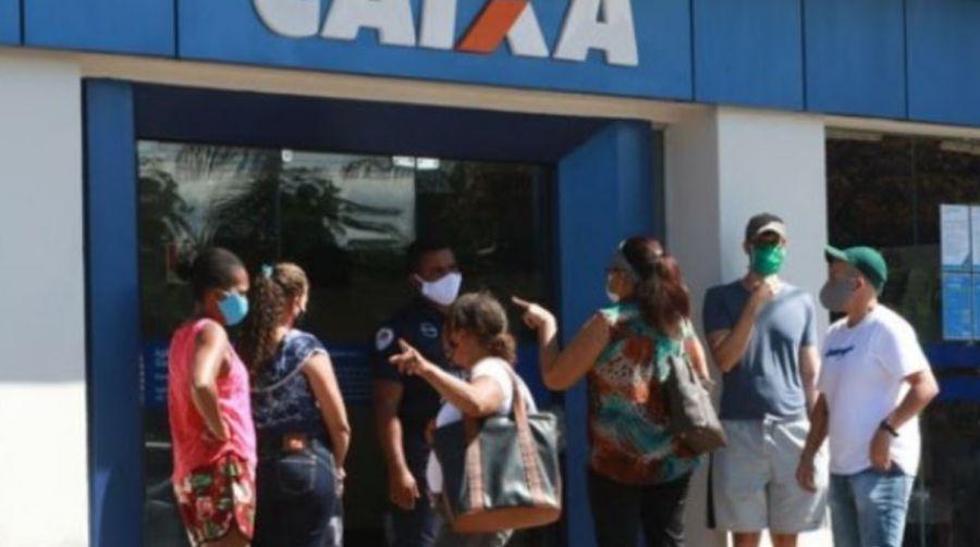 Guedes defende 'travar o resto todo' do orçamento caso auxílio emergencial seja renovado
