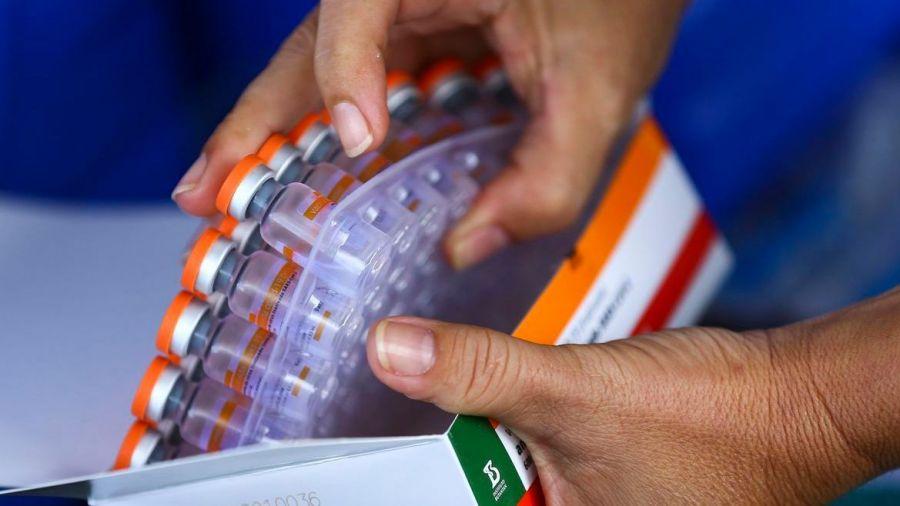 Estudo indica 3ª dose para pessoas acima de 55 anos que tomaram Coronavac